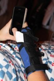 Efter bara några dagar blev Bea sängliggandes i tre veckor, pga spricka i handleden. good job